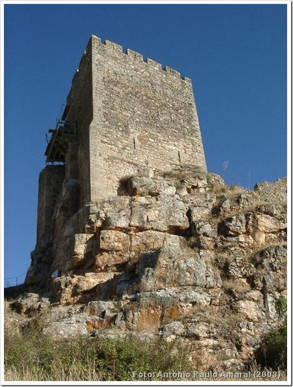 Castelo de Algoso 1 - António Paulo Amaral 2003-IPPAR