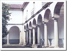 S Miguel de Refogos - Claustro (Foto cm-cabeceiras de basto)
