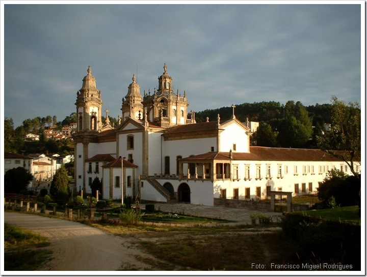 S Miguel de Refogos - Vista Lateral (Foto Wikipedia)