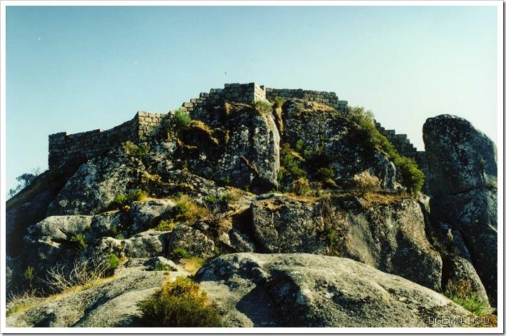 Castelo Castro Laboreiro - Viana do Castelo - www.monumentos.pt