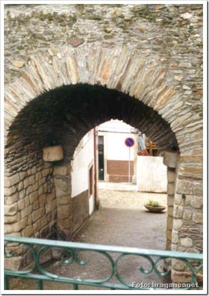 Castelo Mirandela - Porta Santo Antonio - Foto Bracanet