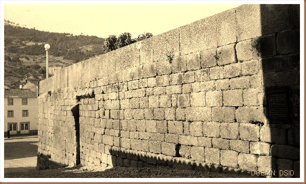 Castelo Torre de Moncorvo - Braganca - 2 - www.monumentos.pt