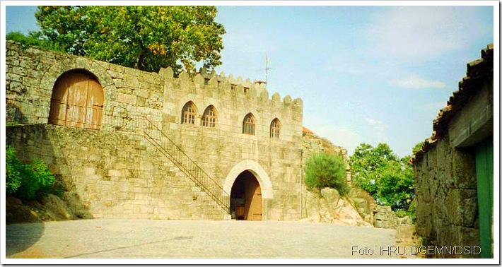 Castelo de Sernancelhe - Viseu - www.monumentos.pt