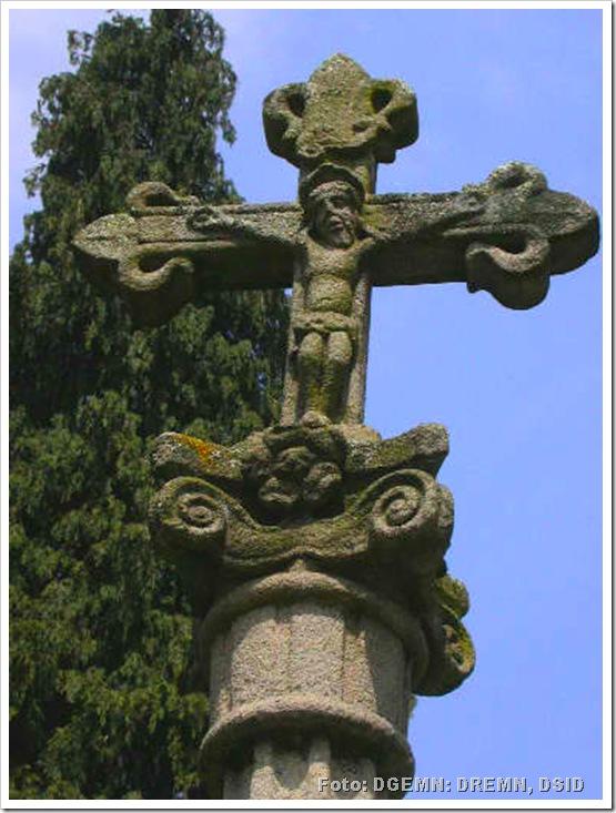 Cruzeiro Fronteiro ao Adro da Igreja de S Francisco - Guimarães - monumentos.pt - 2