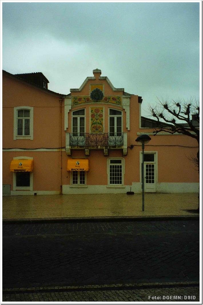 Fachada em azulejo do edificio rua tenente valadim - povoa do varzim - www.monumentos.pt