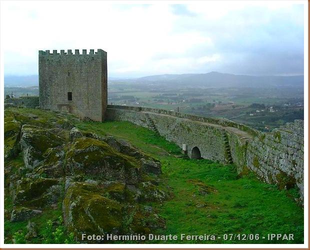 Castelo Celorico da Beira - Hermínio Duarte Ferreira 07-12-2006 -IPPAR 2